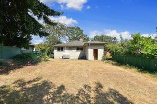 Photo 7: 2520 Forbes St in : Vi Oaklands House for sale (Victoria)  : MLS®# 880118