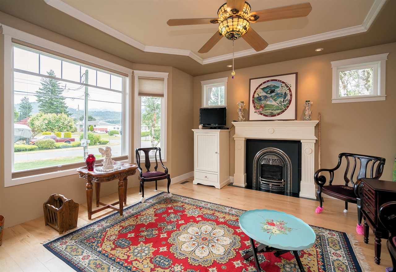 Photo 5: Photos: 6285 EDSON Drive in Sardis: Sardis West Vedder Rd House for sale : MLS®# R2277389