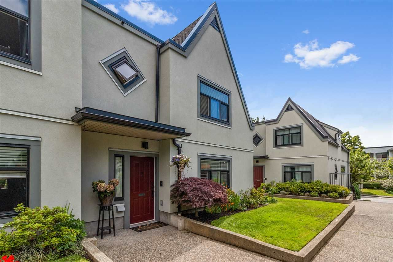 Main Photo: 24 888 W 16 STREET in North Vancouver: Mosquito Creek Townhouse for sale : MLS®# R2472821