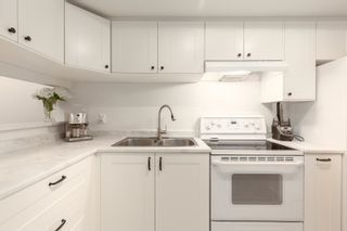 """Photo 3: 216 1500 PENDRELL Street in Vancouver: West End VW Condo for sale in """"Pendrell Mews"""" (Vancouver West)  : MLS®# R2600740"""