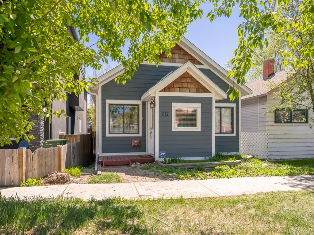 Main Photo: 917 4 Avenue NW in Calgary: Sunnyside Detached for sale : MLS®# A1111156