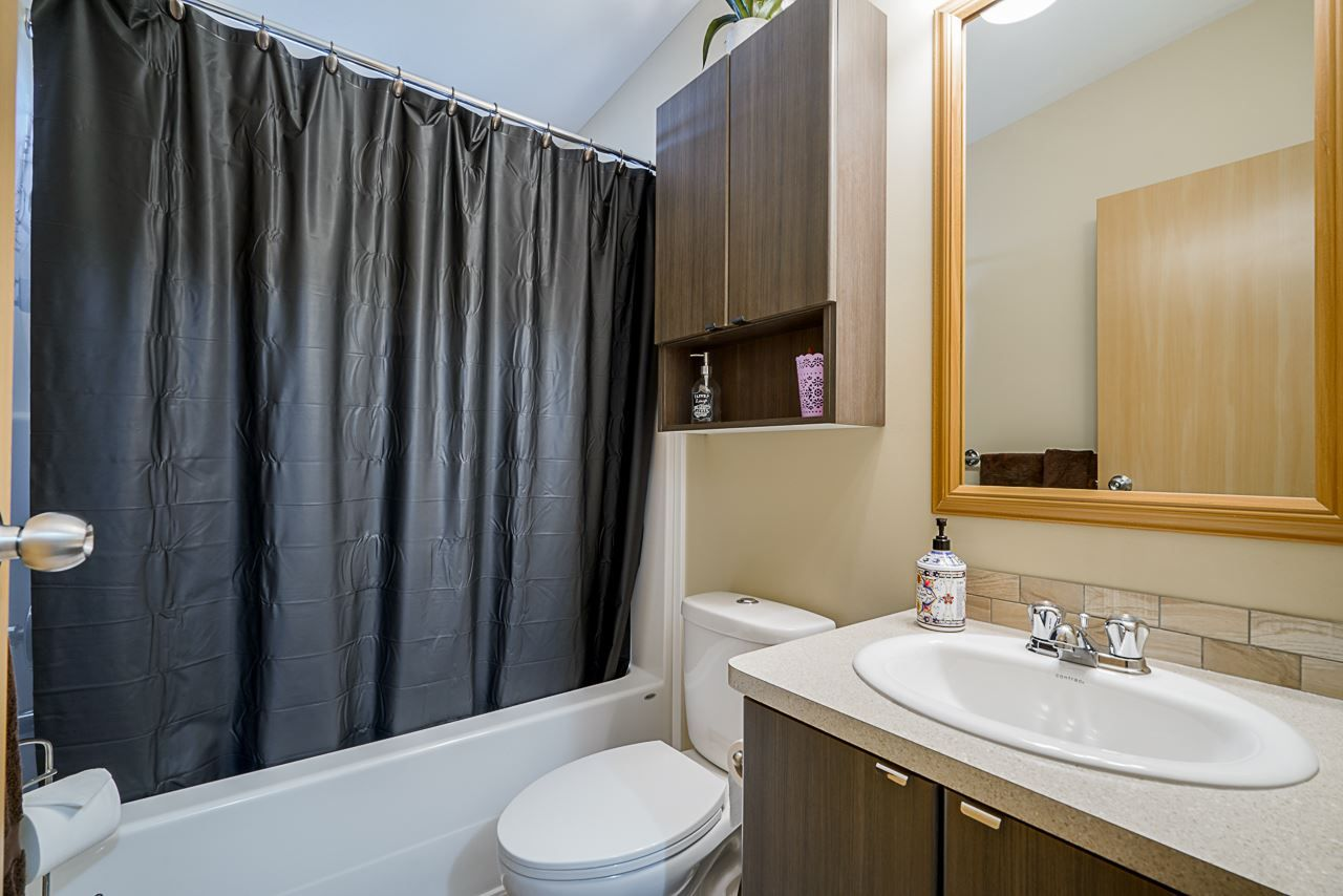 """Photo 18: Photos: 49 7790 KING GEORGE Boulevard in Surrey: East Newton Manufactured Home for sale in """"CRISPEN BAYS"""" : MLS®# R2493696"""