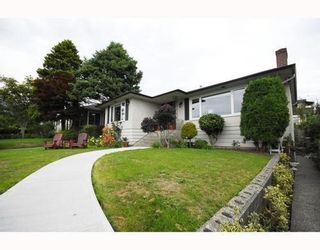 Photo 1: 2310 MAHON Ave in North Vancouver: Home for sale : MLS®# V790102