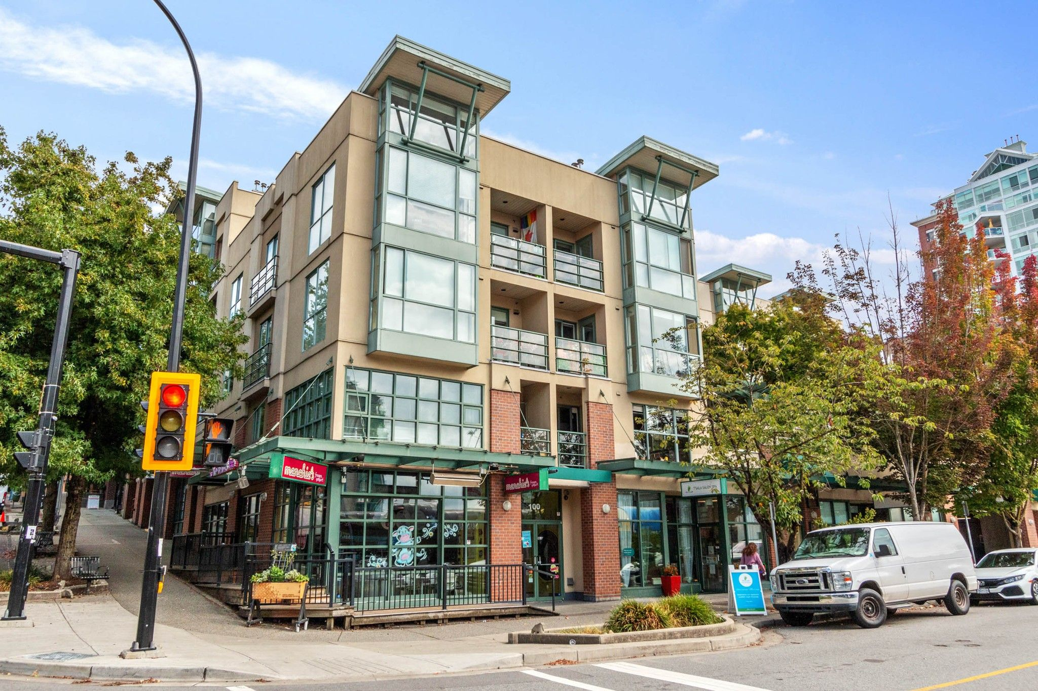 Main Photo: 405 212 LONSDALE Avenue in North Vancouver: Lower Lonsdale Condo for sale : MLS®# R2617239