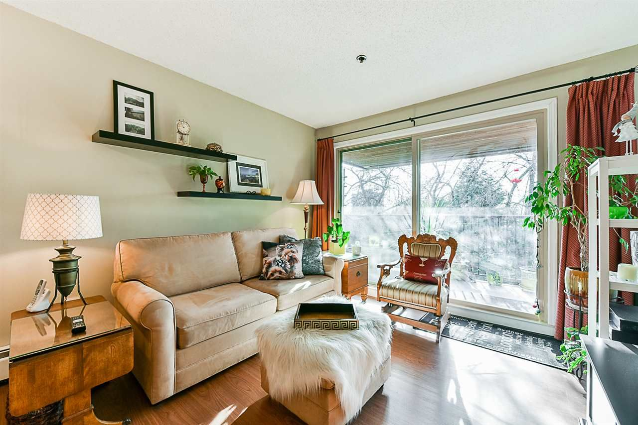 "Main Photo: 504 715 ROYAL Avenue in New Westminster: Uptown NW Condo for sale in ""VISTA ROYALE"" : MLS®# R2343255"