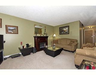 """Photo 2: 205 17661 58A Avenue in Surrey: Cloverdale BC Condo for sale in """"WYNDHAM ESTATES"""" (Cloverdale)  : MLS®# F2906679"""
