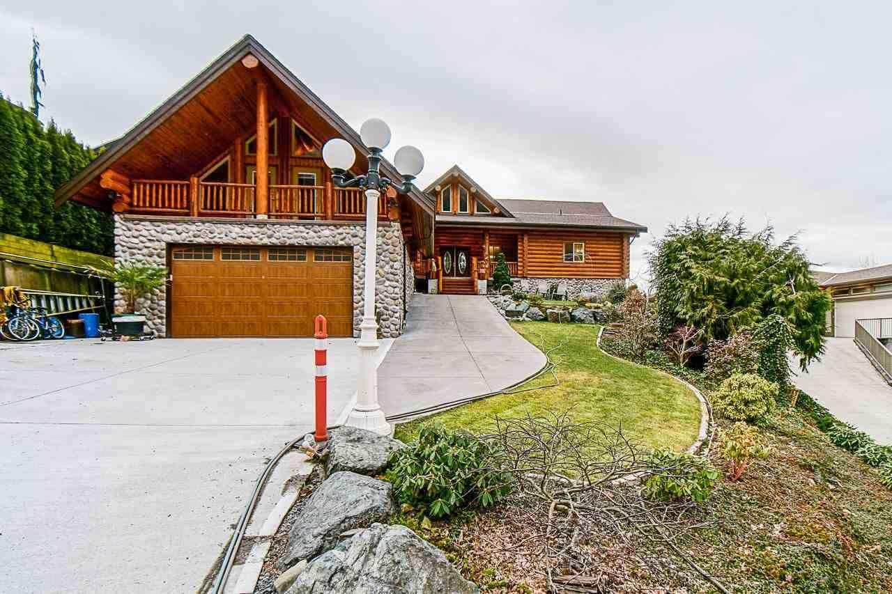 Main Photo: 7237 MARBLE HILL Road in Chilliwack: Eastern Hillsides House for sale : MLS®# R2574051