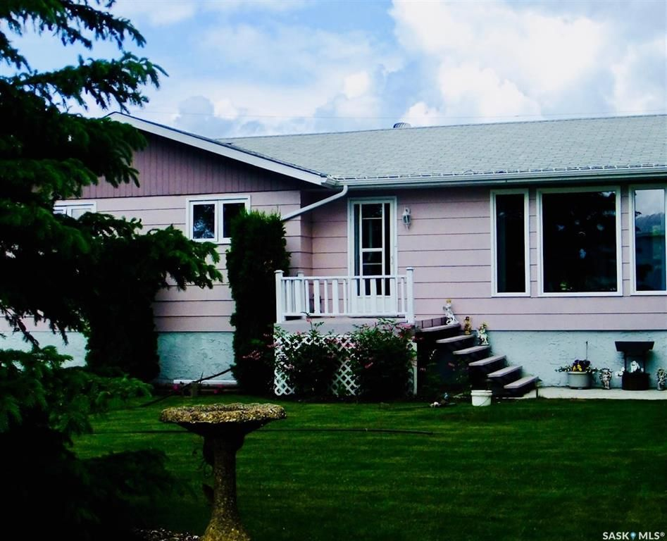 Main Photo: 178 3rd Street West in Pierceland: Residential for sale : MLS®# SK852234