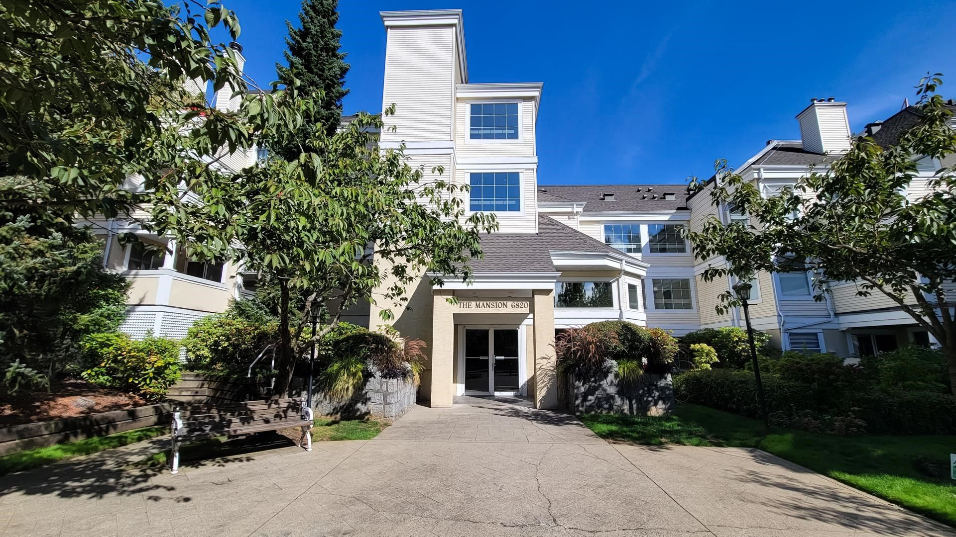 """Main Photo: 211 6820 RUMBLE Street in Burnaby: South Slope Condo for sale in """"GOVERNOR'S WALK"""" (Burnaby South)  : MLS®# R2616761"""