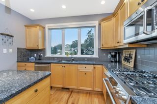 Photo 12: 3847 Cardie Crt in : SW Strawberry Vale House for sale (Saanich West)  : MLS®# 855776