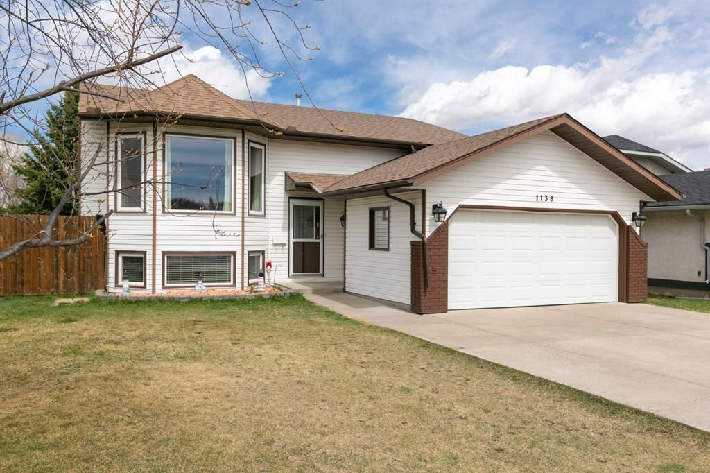 Main Photo: 1138 Maple Avenue: Crossfield Detached for sale : MLS®# A1101618