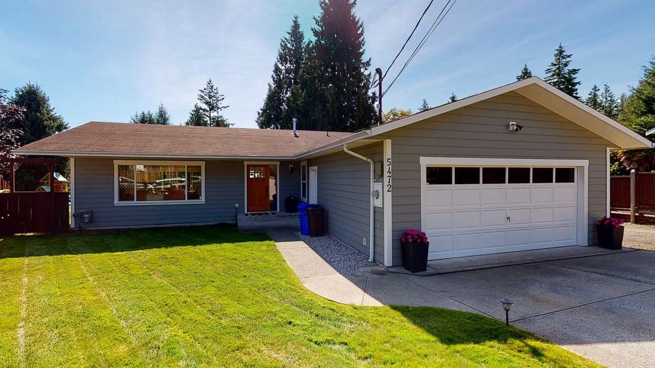 Main Photo: 5472 CARNABY Place in Sechelt: Sechelt District House for sale (Sunshine Coast)  : MLS®# R2495555