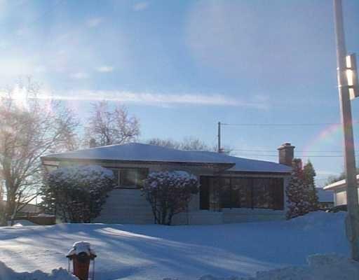 Main Photo: 102 FAIRLANE Avenue in Winnipeg: Westwood / Crestview Single Family Detached for sale (West Winnipeg)  : MLS®# 2417284