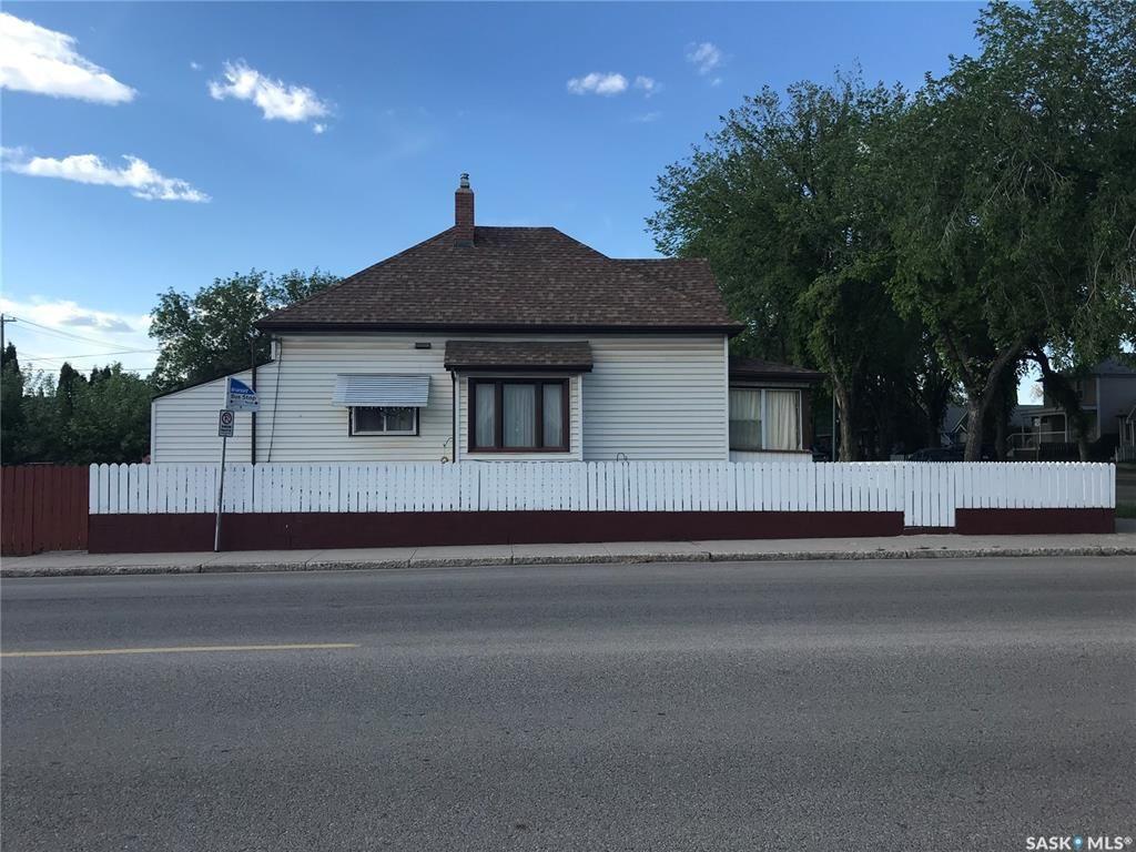 Main Photo: 403 I Avenue North in Saskatoon: Westmount Residential for sale : MLS®# SK858437
