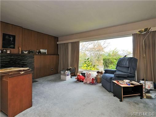 Photo 3: Photos: 3821 Synod Rd in VICTORIA: SE Cedar Hill House for sale (Saanich East)  : MLS®# 655505