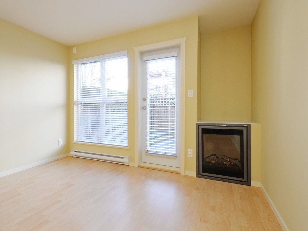 Photo 3: Photos: 213 315 KNOX Street in New Westminster: Sapperton Condo for sale : MLS®# R2232831