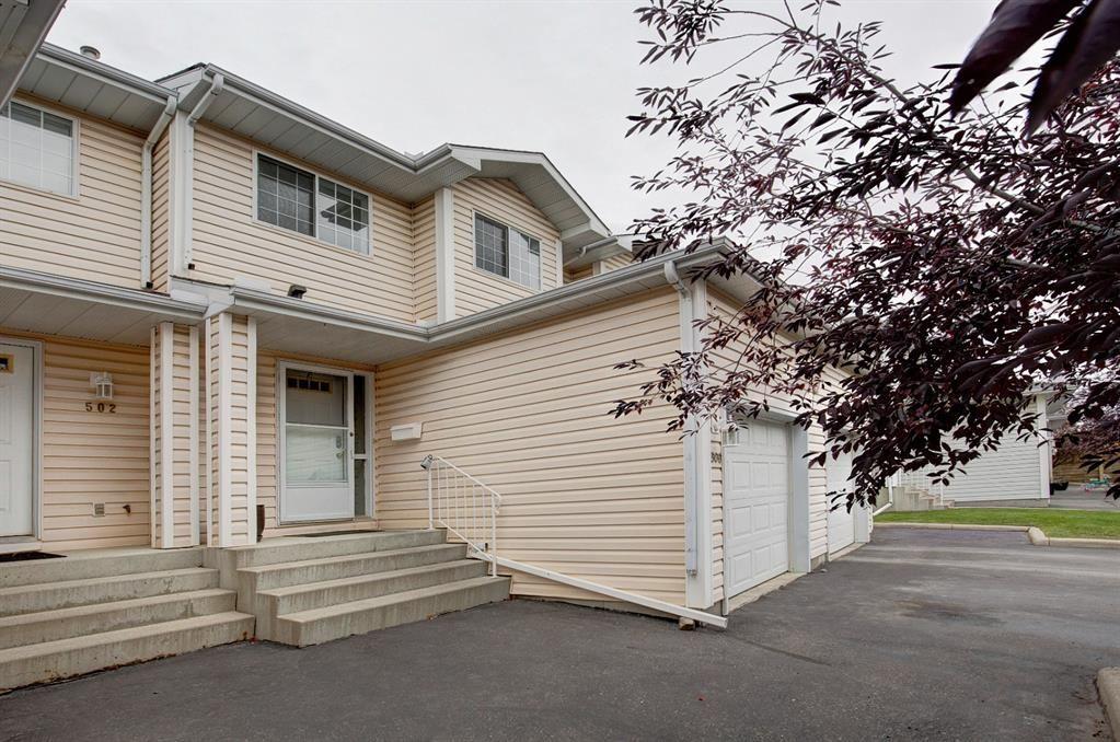 Main Photo: 506 Hawkstone Manor NW in Calgary: Hawkwood Row/Townhouse for sale : MLS®# A1149823
