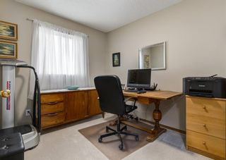 Photo 16: 126 Strathridge Close SW in Calgary: Strathcona Park Detached for sale : MLS®# A1123630
