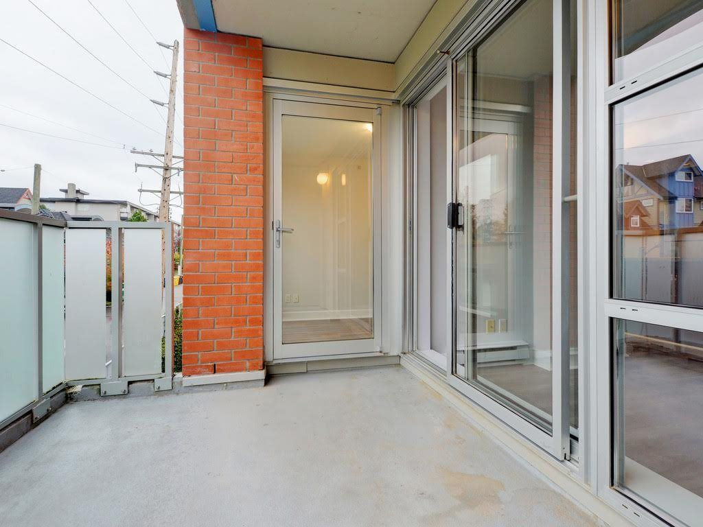 """Photo 14: Photos: 403 3811 HASTINGS Street in Burnaby: Vancouver Heights Condo for sale in """"MONDEO"""" (Burnaby North)  : MLS®# R2119090"""