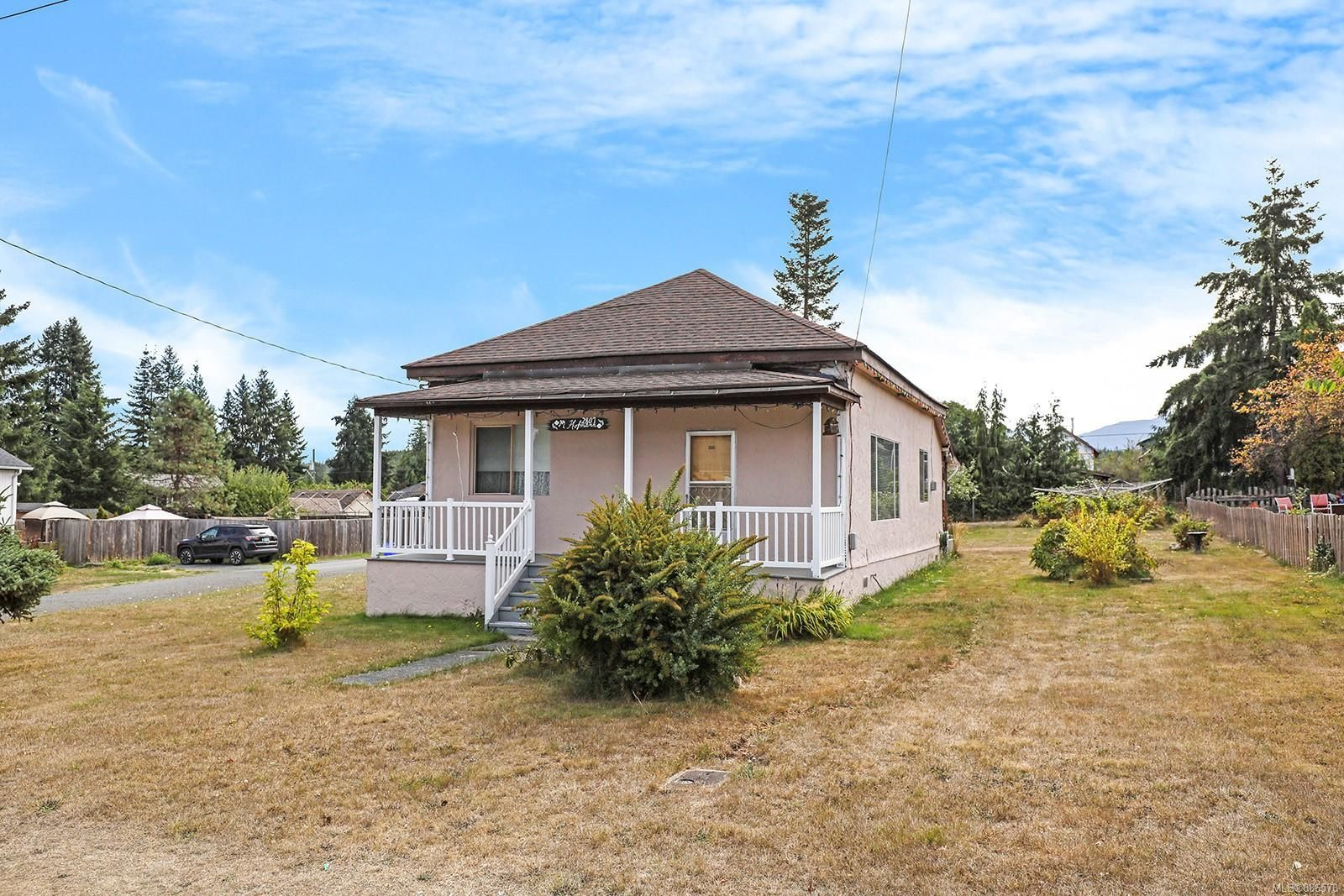 Main Photo: 2807 Windermere Ave in Cumberland: CV Cumberland House for sale (Comox Valley)  : MLS®# 886578