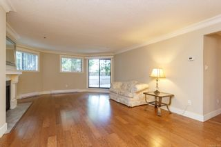 Photo 4: 111 1560 Hillside Ave in : Vi Oaklands Condo for sale (Victoria)  : MLS®# 851555