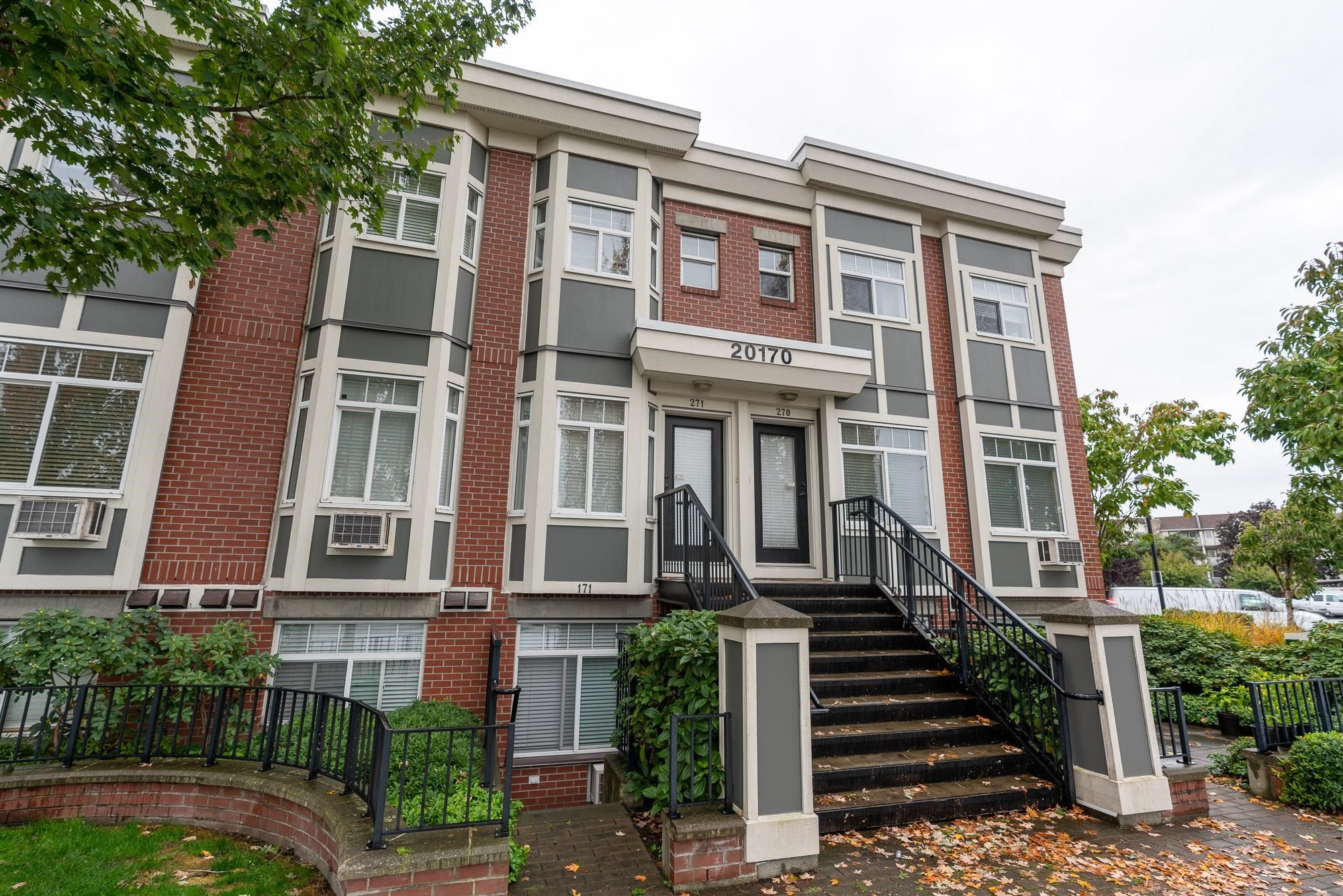 """Main Photo: 171 20170 FRASER Highway in Langley: Langley City Condo for sale in """"Paddington Station"""" : MLS®# R2623481"""