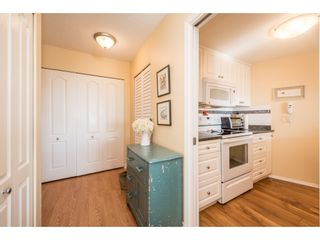 """Photo 4: 611 15111 RUSSELL Avenue: White Rock Condo for sale in """"Pacific Terrace"""" (South Surrey White Rock)  : MLS®# R2204844"""
