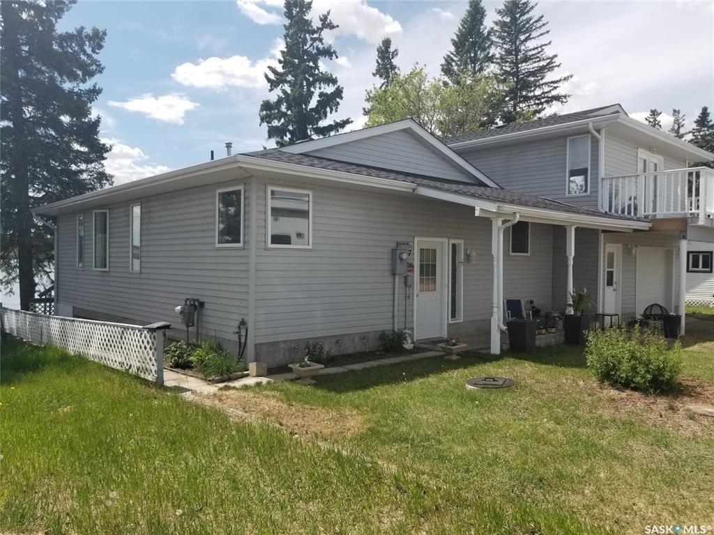 Main Photo: 27 Lakeshore Drive in Macklin: Residential for sale : MLS®# SK858506