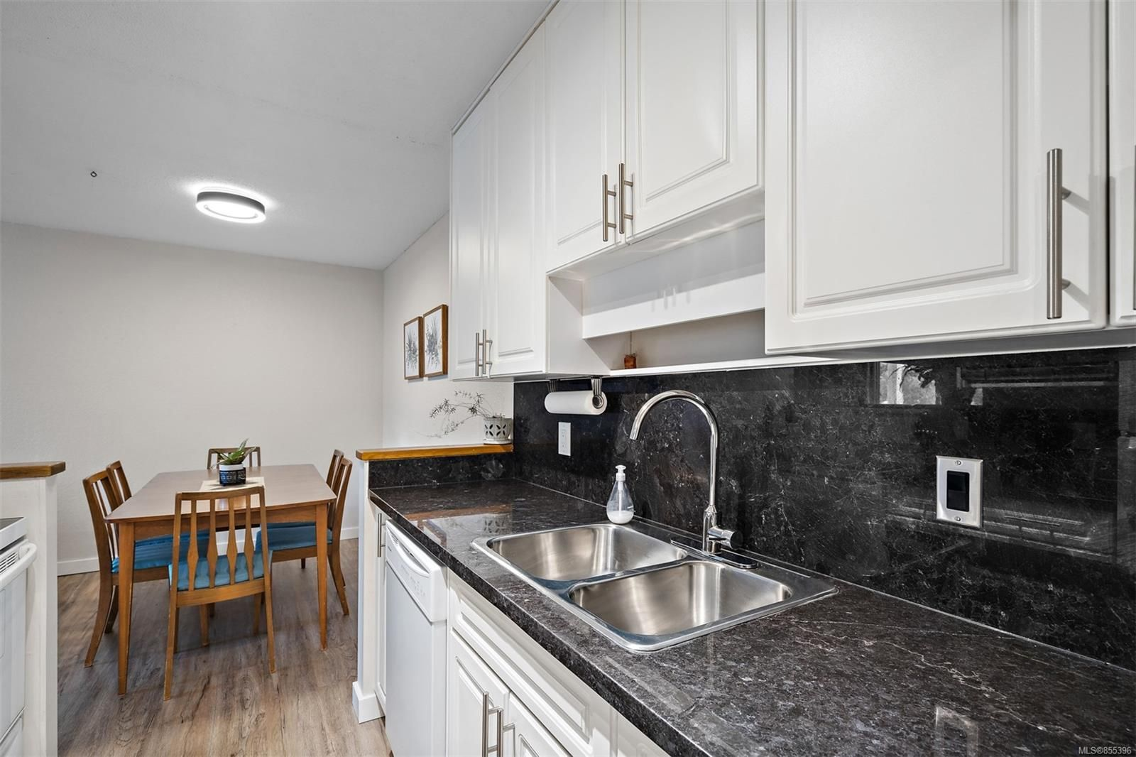 Photo 16: Photos: 308 1060 Linden Ave in : Vi Rockland Condo for sale (Victoria)  : MLS®# 855396