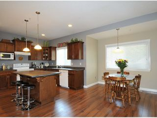 """Photo 5: 10369 ROBERTSON Street in Maple Ridge: Albion House for sale in """"THORNHILL HEIGHTS"""" : MLS®# V1135215"""