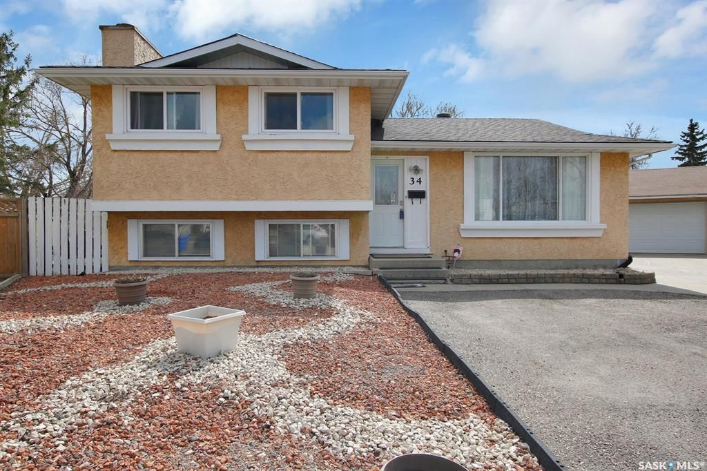 Main Photo: 34 Yingst Bay in Regina: Glencairn Residential for sale : MLS®# SK851579