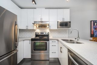 """Photo 3: 313 332 LONSDALE Avenue in North Vancouver: Lower Lonsdale Condo for sale in """"CALYPSO"""" : MLS®# R2598785"""