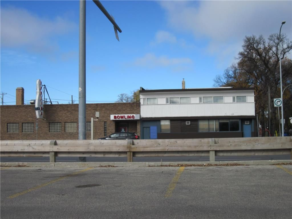 Main Photo: 1136 Main Street in Winnipeg: Industrial / Commercial / Investment for sale (4B)  : MLS®# 202118039