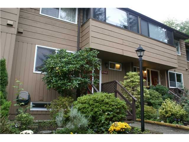"""Main Photo: 2345 MOUNTAIN Highway in North Vancouver: Lynn Valley Townhouse for sale in """"YORKWOOD PARK"""" : MLS®# V913501"""