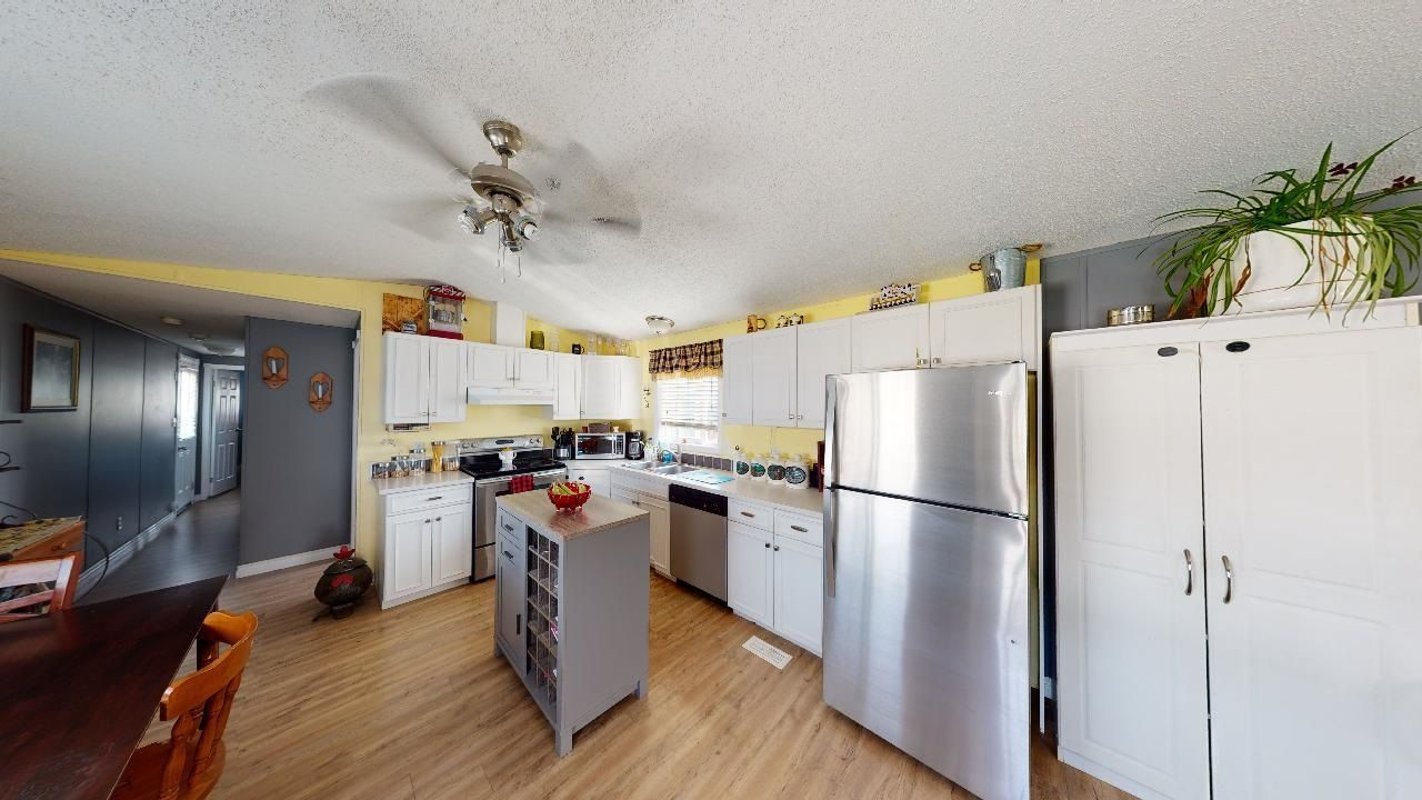 Photo 2: Photos: 10339 102 Street: Taylor Manufactured Home for sale (Fort St. John (Zone 60))  : MLS®# R2601750