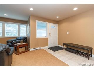 Photo 3: 3610 Pondside Terr in VICTORIA: Co Latoria House for sale (Colwood)  : MLS®# 720994