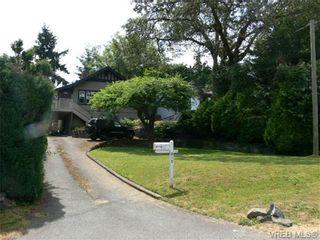 Photo 2: 615 Kent Rd in VICTORIA: SW Tillicum House for sale (Saanich West)  : MLS®# 686398