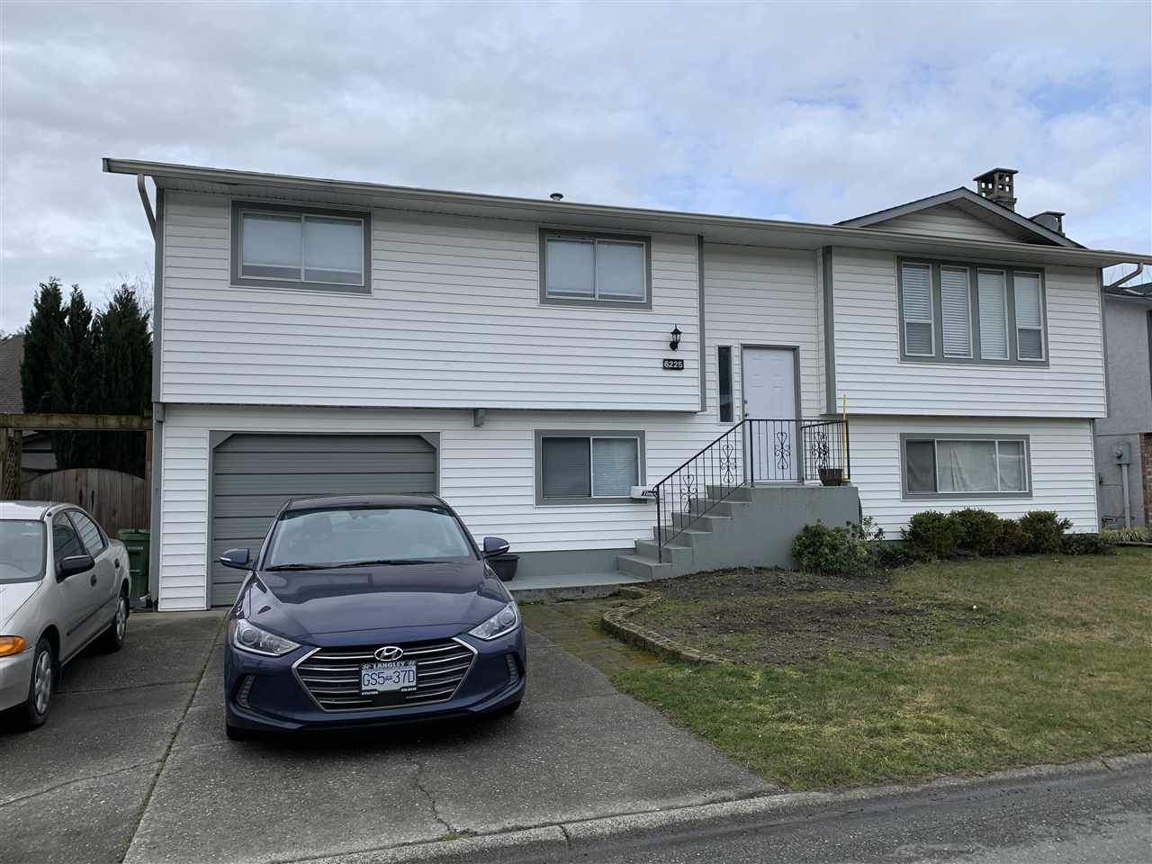 Main Photo: 6225 DUNDEE Place: House for sale in Chilliwack: MLS®# R2545009