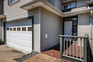 """Photo 2: 32 2088 WINFIELD Drive in Abbotsford: Abbotsford East Townhouse for sale in """"The Plateau at Winfield"""" : MLS®# R2593094"""