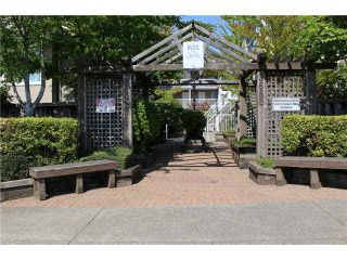 Photo 2: 203 3683 WELLINGTON Avenue in Vancouver: Collingwood VE Townhouse for sale (Vancouver East)  : MLS®# V1081346