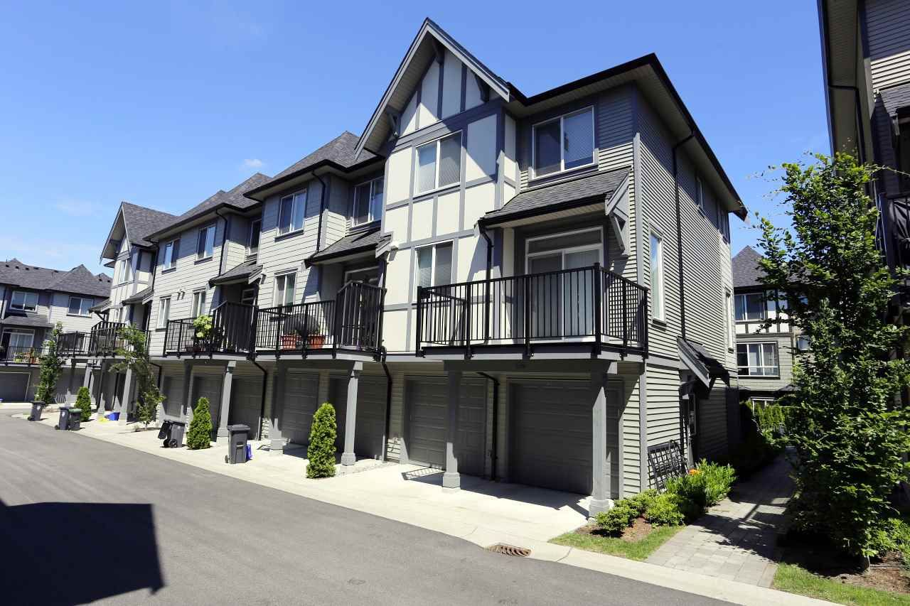 """Photo 2: Photos: 126 8138 204 Street in Langley: Willoughby Heights Townhouse for sale in """"Ashbury  & Oak"""" : MLS®# R2398814"""