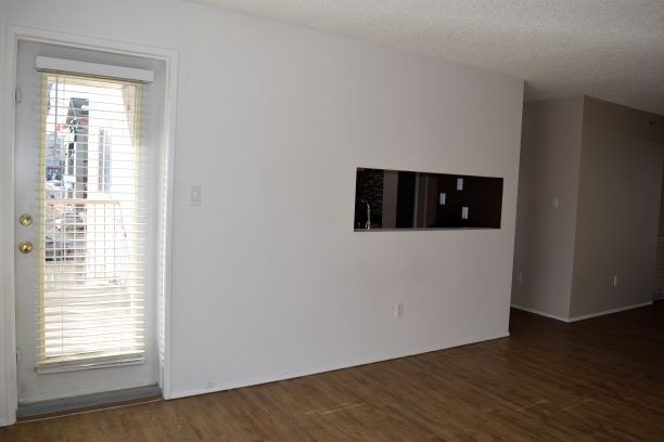 Photo 4: Photos: 215 11218 80 Street in Edmonton: Zone 09 Condo for sale : MLS®# E4223856
