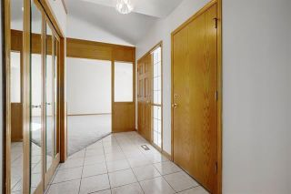 Photo 5: 24 SIGNATURE Way SW in Calgary: Signal Hill Detached for sale : MLS®# C4302567