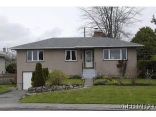 Photo 1: 1694 North Dairy Rd in VICTORIA: SE Camosun House for sale (Saanich East)  : MLS®# 530311
