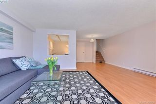 Photo 3: 8 954 Queens Ave in VICTORIA: Vi Central Park Row/Townhouse for sale (Victoria)  : MLS®# 780769