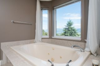 "Photo 14: 35917 STONECROFT Place in Abbotsford: Abbotsford East House for sale in ""Mountain meadows"" : MLS®# R2193012"