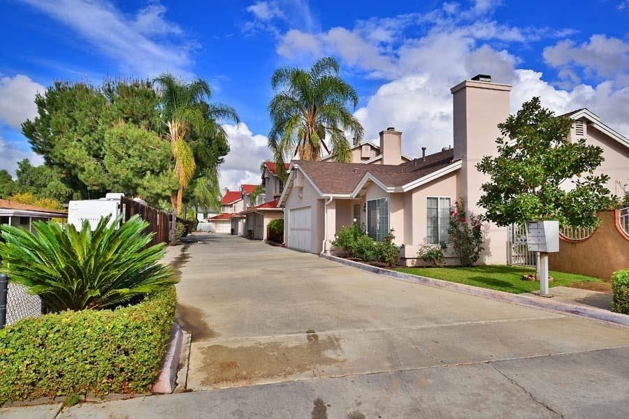 Main Photo: EL CAJON Townhouse for sale : 3 bedrooms : 572 HART DRIVE