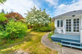 """Photo 12: 334 OLIVER Street in New Westminster: Queens Park House for sale in """"Queens Park"""" : MLS®# R2589086"""
