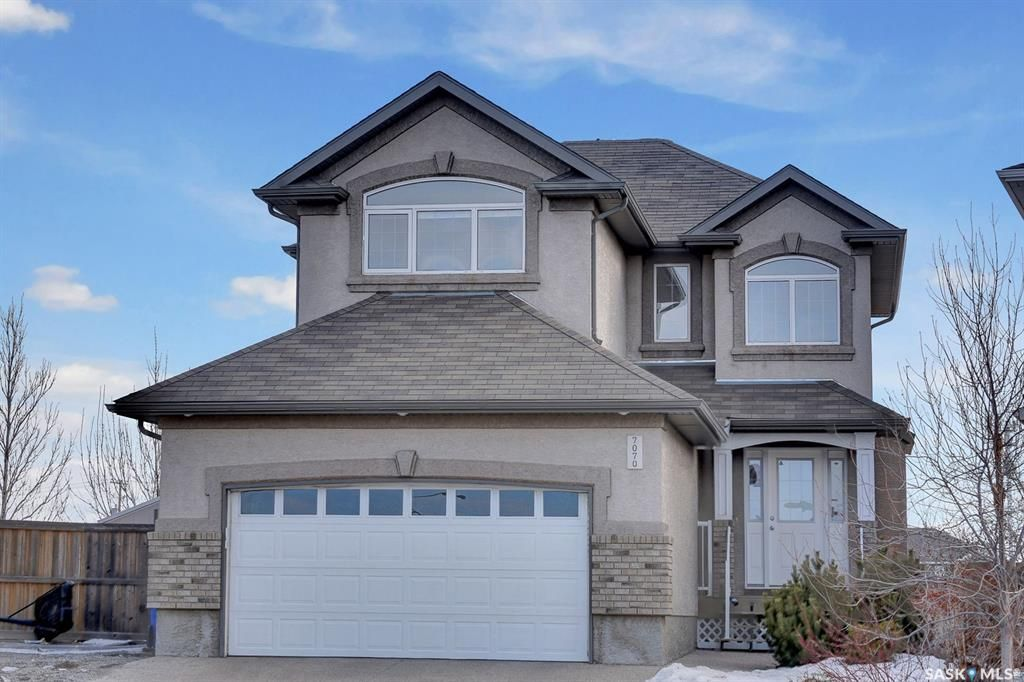 Main Photo: 7070 WASCANA COVE Drive in Regina: Wascana View Residential for sale : MLS®# SK845572