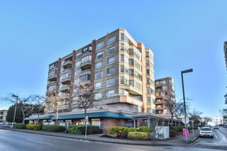 """Photo 1: 603 15111 RUSSELL Avenue: White Rock Condo for sale in """"Pacific Terrace"""" (South Surrey White Rock)  : MLS®# R2612758"""